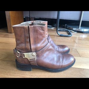 Ecco brown leather bootie